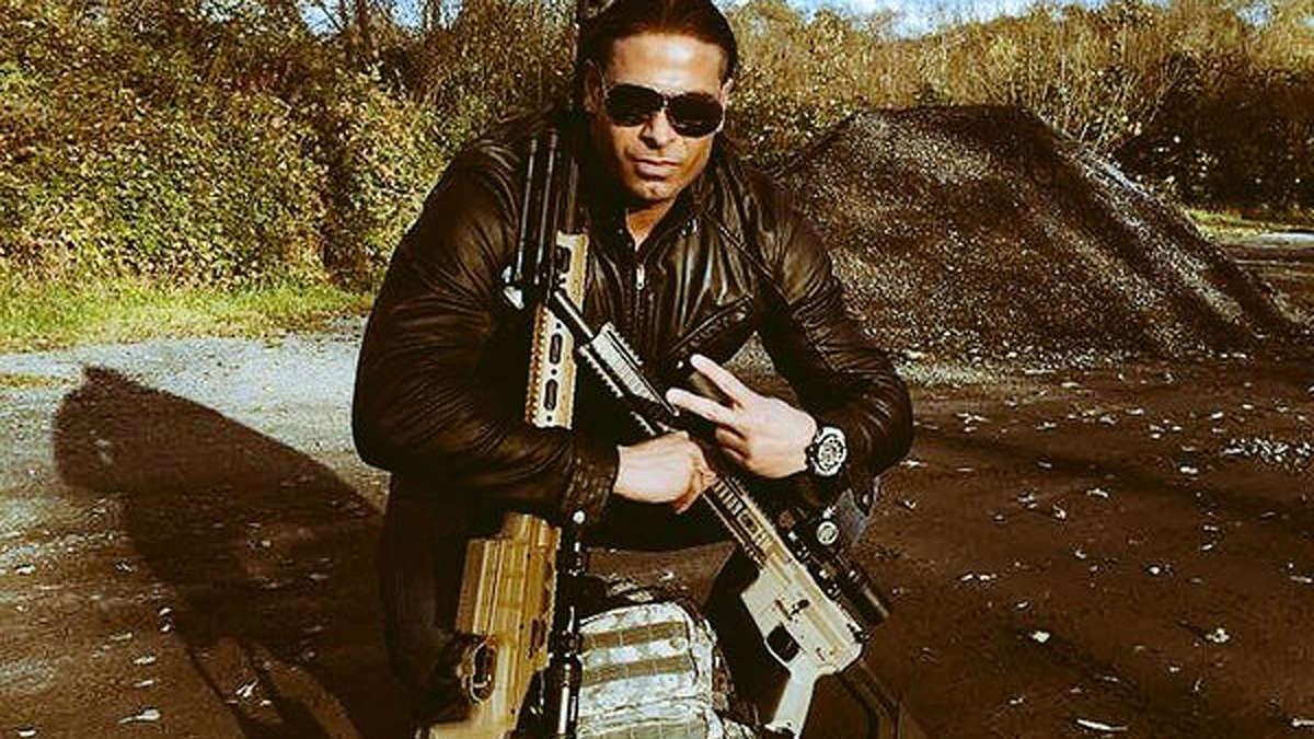 Tim Wiese posiert auf Foto mit zwei Gewehren und sorgt für Aufruhr im ...