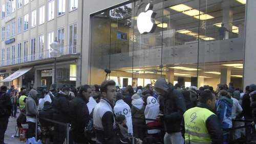 Lange Schlangen zum Start des iPhone 5
