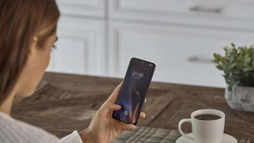 OnePlus 6T mit Fingerabdruck-Scanner im Display