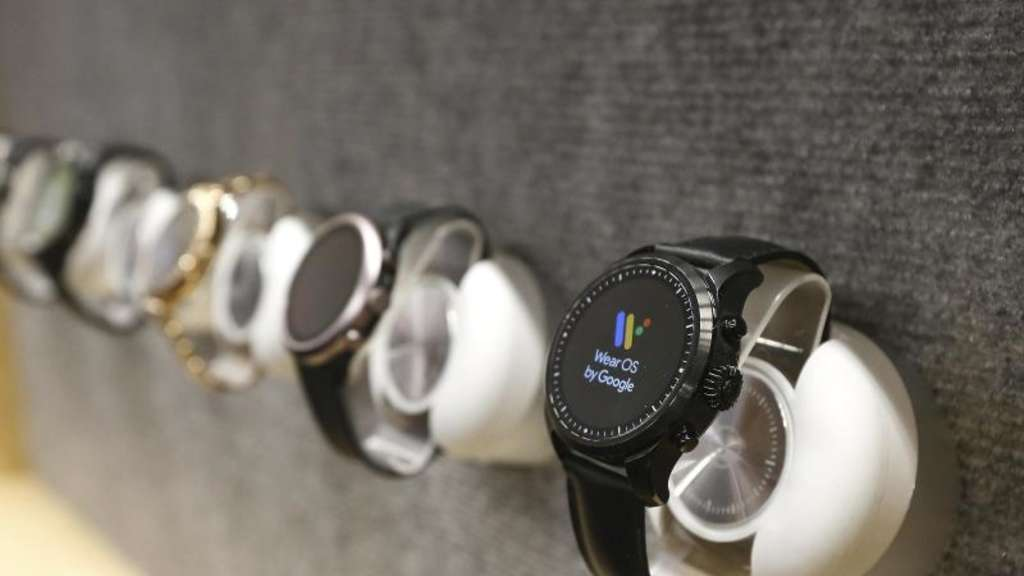 """Wear OS""-Uhren von Google auf der Technik-Messe CES in Las Vegas. Foto: Ross D. Franklin/AP"