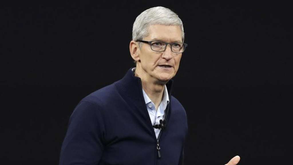 Apple-Chef Tim Cook im Steve Jobs Theater auf dem neuen Apple Campus in Cupertino. Foto: Marcio Jose Sanchez/AP/dpa